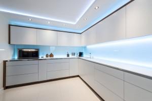 LED apšvietimas po spintelėmis